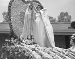 Florine_Gonsalves_at_Portuguese_festival_in_Artesia__California_-_1948.jpg