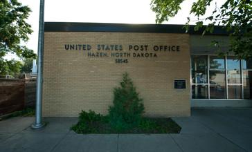 Post_office_in_Hazen__North_Dakota_7-16-2009.jpg