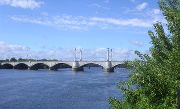 Memorial_Bridge__Springfield_MA.jpg