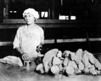 Cannery_worker_filling_tuna_cans__Los_Angeles_Cannery_Co__Long_Beach__Ca__nd__COBB_362_.jpeg
