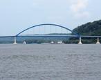Dale_Gardner_Veterans_Memorial_Bridge.jpg