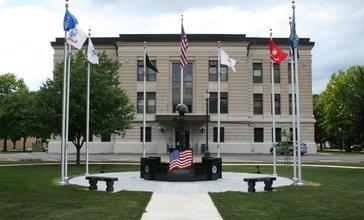 Douglas_County_Illinois_Courthouse_Monument.jpg