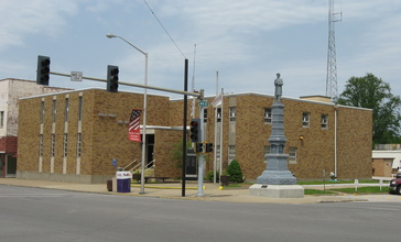 Wabash_County_Courthouse_in_Mount_Carmel.jpg