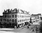 1908_Raymond_and_Fair_Oaks_looking_south_on_Fair_Oaks_with_Pasadena_National_Bank.jpg
