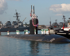 US_Navy_031031-N-5376G-006_The_USS_Pasadena__SSN_752__returns_to_her_homeport_of_Pearl_Harbor__Hawaii__following_an_eight-month_deployment_to_the_Western_Pacific.jpg