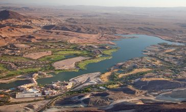 Lake_Las_Vegas_aerial_view.jpg