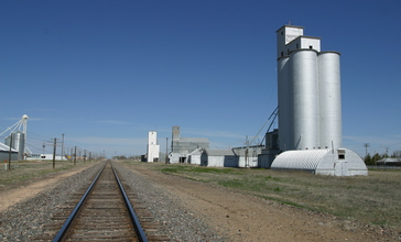 Anton_Texas_Boothe_Elevators_and_Rail_2010.jpg