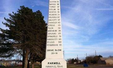 Obelisk_commemorating_Ozark_Trail_in_Farwell__Texas.JPG