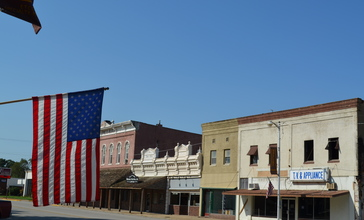 Girard__Kansas_Flag_9-2-2012.JPG
