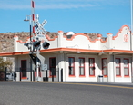 Mission_Style_ATSF-BNSF-Santa_Fe_Train_Station_Kingman-AZ_2012-01-25.JPG