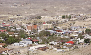 2013-09-19_12_59_58_View_of_downtown_Tonopah__Nevada_from_the_southwest.jpg