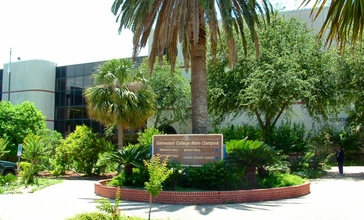 Galveston_College_Regent_Hall.jpg
