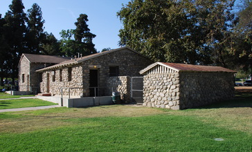 Stonehurst_Recreation_Center_Building.jpg