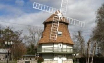 Dutch_Windmill_Museum_in_Nederland.jpg