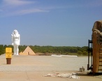 Pyramid_house_and_statues_Wadsworth_IL.jpg