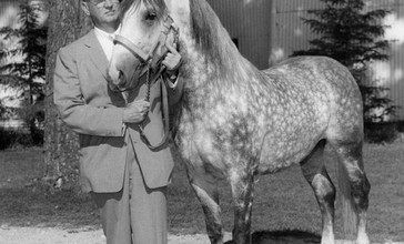 Tempel_Smith_and_Lipizzan_stallion_1958.JPG