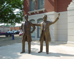 Statue_of_Abraham_Lincoln__Shelbyville__IL_.jpg