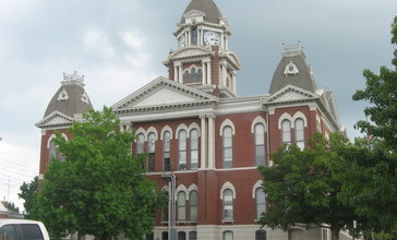 Shelby_County_Courthouse_in_Illinois.jpg