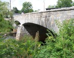 Stone_arch_bridge_over_the_Contoocook_River_in_Contoocook__New_Hampshire._-_panoramio.jpg