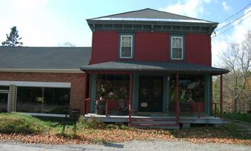 House_in_Pownal_Center__Vermont.jpg