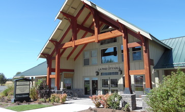 La_Pine_City_Hall__Oregon.JPG