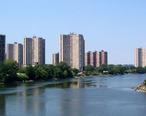 Co-op_City_Hutch_River.jpg