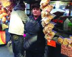 Food_vendor_seller_in_Jackson_Heights.jpg