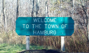 Hamburg_NY_Welcome_sign_Nov_10.JPG