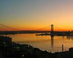Ben_Franklin_Bridge_at_sunrise_2009-09-02_06-08-46_4w.jpg