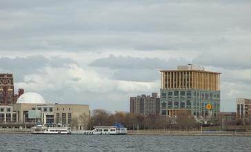 Camden__New_Jersey_Waterfront_view_east_across_the_Delaware_River_from_Penn_s_Landing__Philadelphia__Pennsylvania__USA_February_5th__2011_-_panoramio.jpg