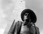 Bunker_Hill_Monument_and_Statue.JPG
