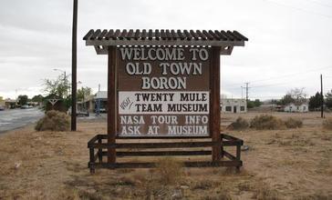 Old_Town_Boron_entrance_sign.jpg