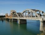 Sacramento_River_drawbridge_near_Isleton__California__in_2007.jpg