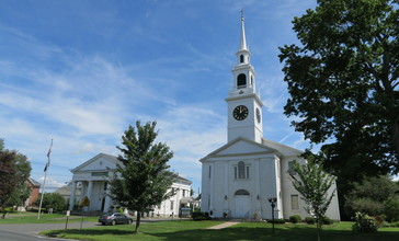 Town_Hall_and_First_Congregational_Church__Hadley_MA.jpg