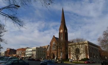 First_Church__Main_Street__Northampton__2011.jpg