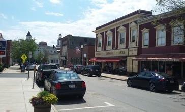 Nason_Street_in_downtown_Maynard_Massachusetts_MA_USA_with_the_Maynard_Outdoor_Store.jpg