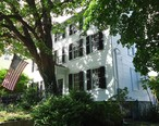 Marblehead_Massachusetts_house_and_tree_with_flag.JPG