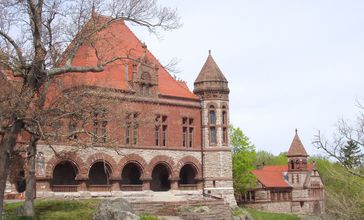 Oakes_Ames_Memorial_Hall_and_Ames_Free_Library__North_Easton__MA_.JPG