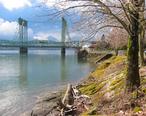 Interstate_Bridge_and_Columbia_River.jpg