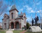 Bristol_Rhode_Island_Town_Hall_and_War_Memorial.jpg