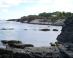 Newport_shoreline_of_Easton_Bay_looking_south_from_cliffside_overlook_at_east_end_of_Narragansett_Ave.JPG