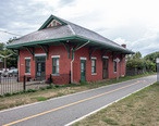 Old_Colony_Riverside_train_station.jpg