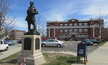 World_War_I_Memorial_and_Taunton_Plaza__East_Providence_RI.jpg