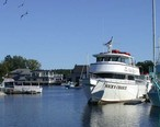 Boats_on_the_Kennebunk_River_at_Kennebunkport__Maine.jpg
