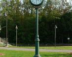 Wells_maine_transportation_center_memorial_clock_2006.jpg