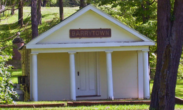 Old_Barrytown_train_station.jpg