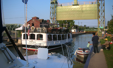 Canal_tour_boat.jpg