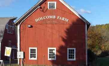 Holcomb_Farm_in_West_Granby_Historic_District.JPG