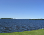 Oneida_Lake_seen_from_Yacht_Club_in_Cicero_New_York.jpg