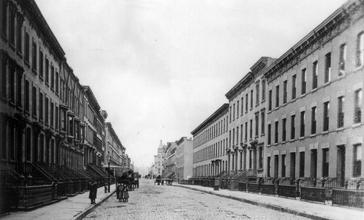 Upper_Bloomfield_Street_between_9th___10th_Street__Hoboken__New_Jersey__1900_.jpg